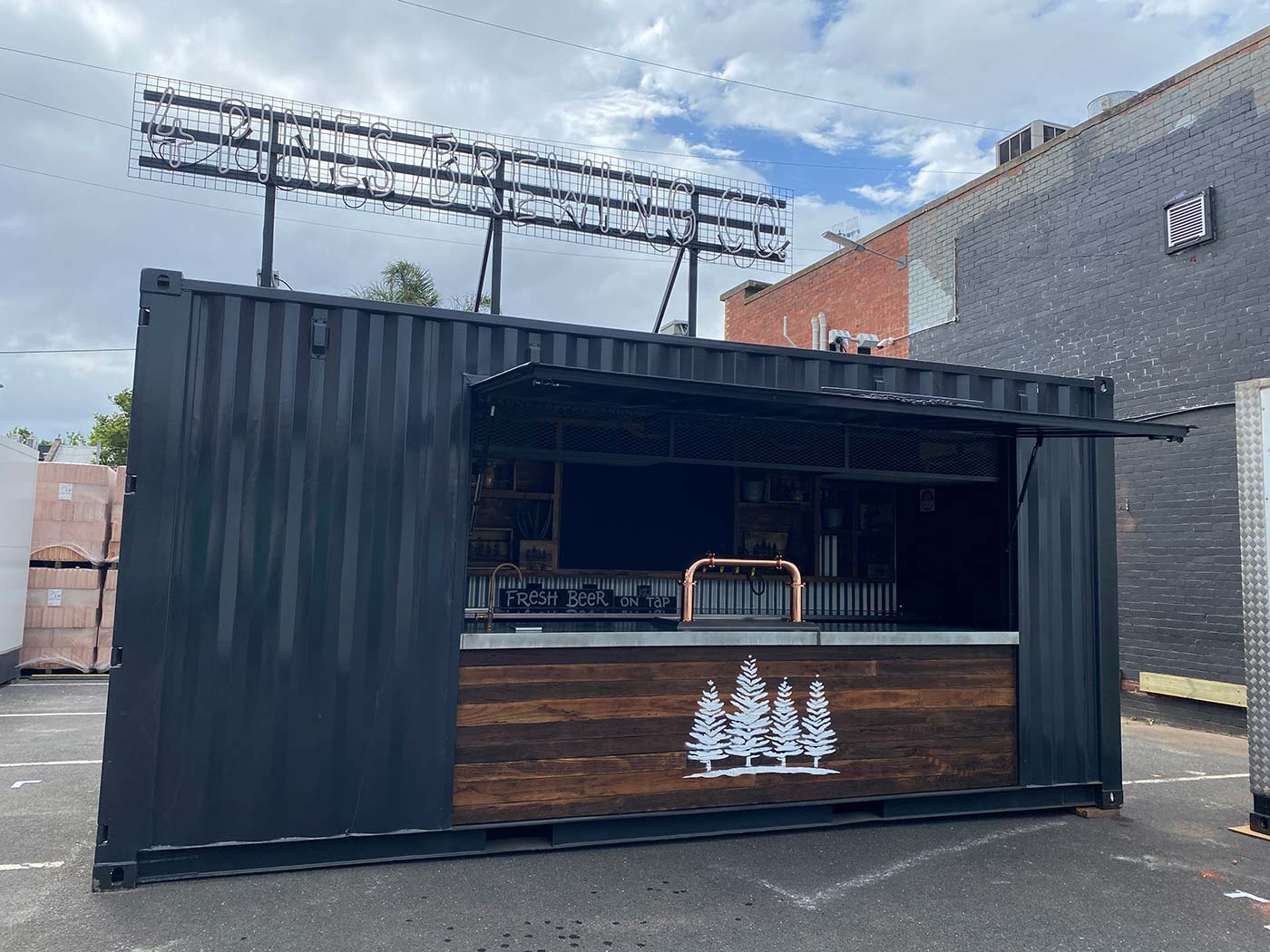 4-Pines-20ft-Shipping-Container-Bar-Conversion-7