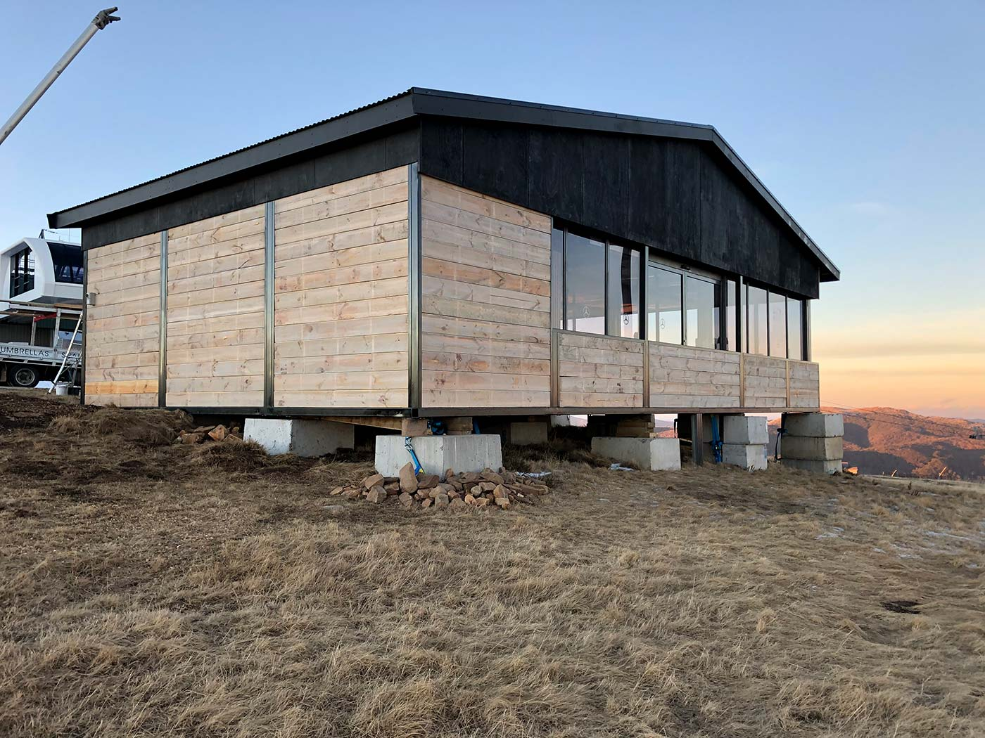 Mercedes-Benz-Mt-Buller-Shipping-Container-Ski-Lodge-Activation-2