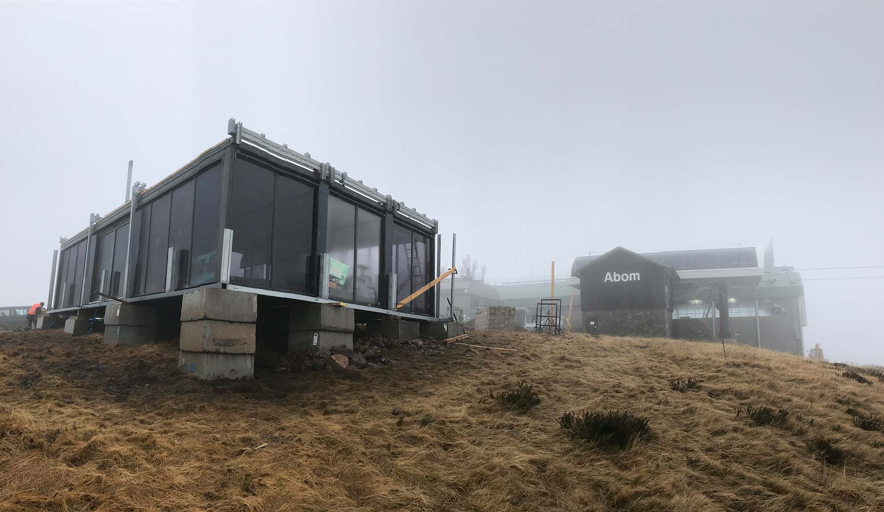 Mercedes-Benz-Mt-Buller-Shipping-Container-Ski-Lodge-Activation-6