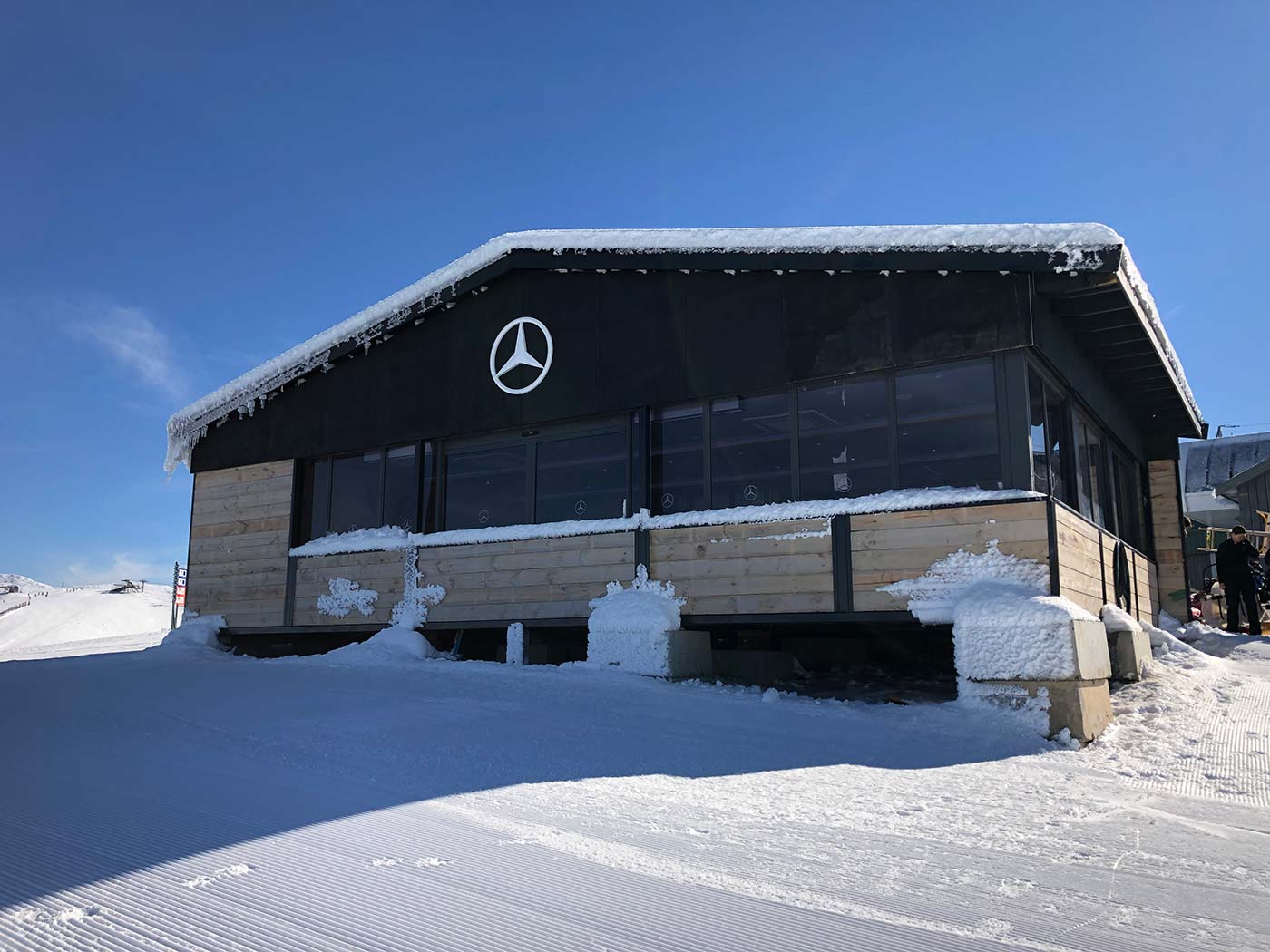 Mercedes-Benz-Mt-Buller-Shipping-Container-Ski-Lodge-Activation-8