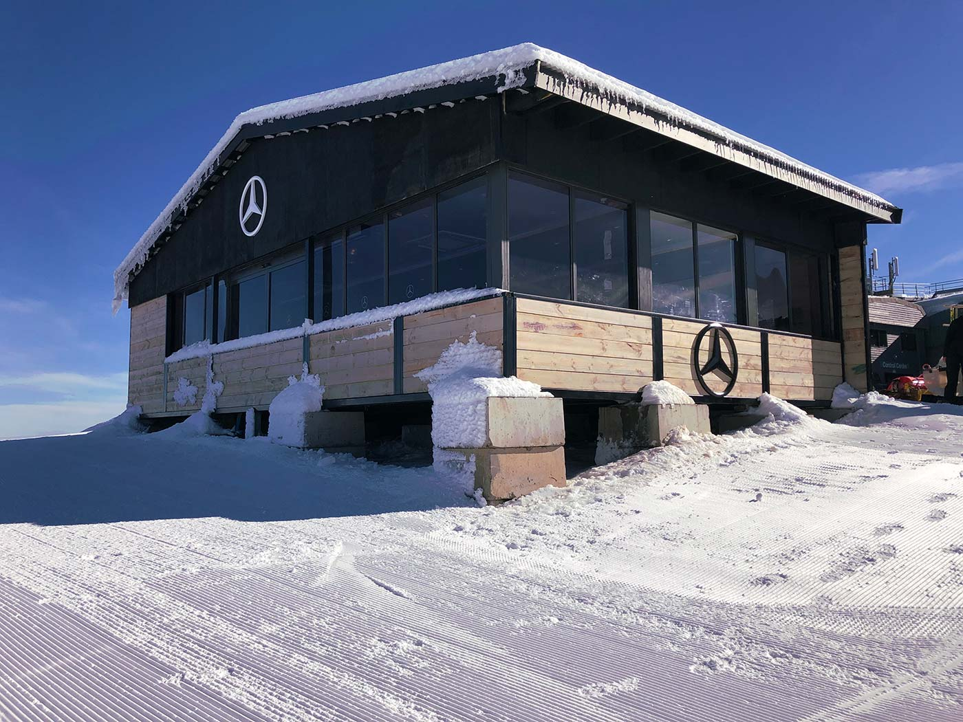 Mercedes-Benz-Mt-Buller-Shipping-Container-Ski-Lodge-Activation-9